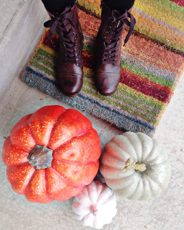 Fall decorating welcome mat
