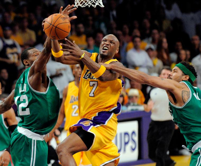 Image: LA Laker forward Lamar Odom shoots as he is guarded by Boston Celtics