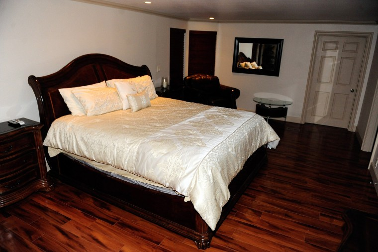 Image: The room where former NBA player Lamar Odom was found unconscious at the Love Ranch