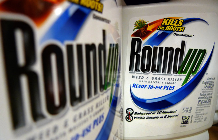 Image:Bottles of Roundup herbicide, a product of Monsanto Co.