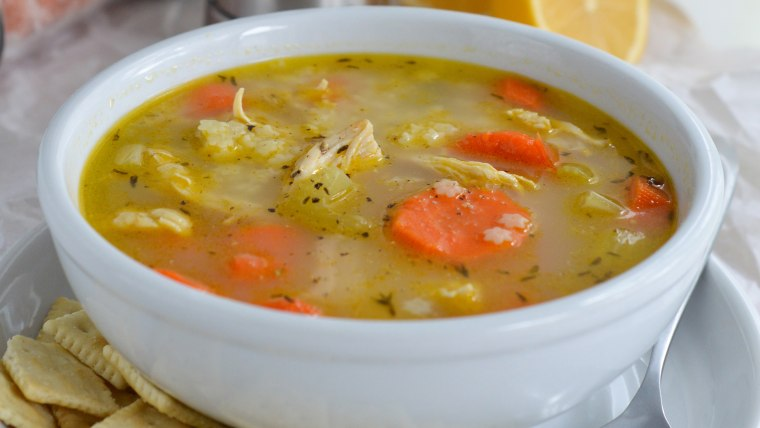 Easy chicken soup with lemon and pepper