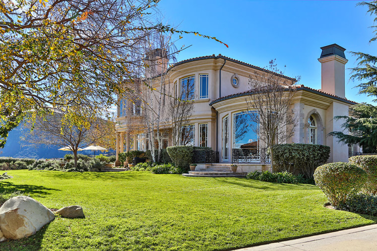 Britney Spears buys Southern California estate.