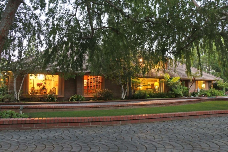 """Tonight Show"" hosts Steve Allen's home hits the market."