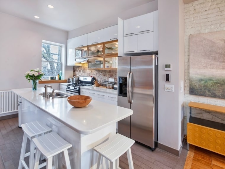 Rose Byrne buys new apartment in Brooklyn.