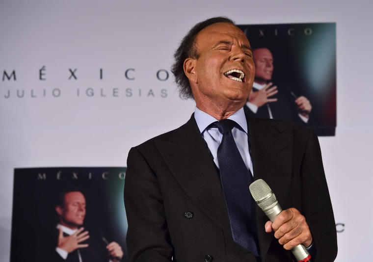 Image: MEXICO-SPAIN-MUSIC-IGLESIAS