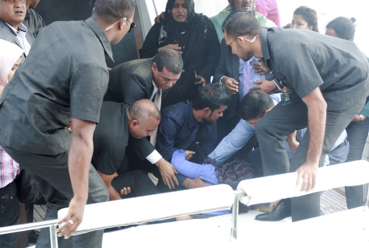 Image: Officials carry an injured woman off the speed boat of Maldives President Abdulla Yameen after an explosion onboard, in Male, Maldives