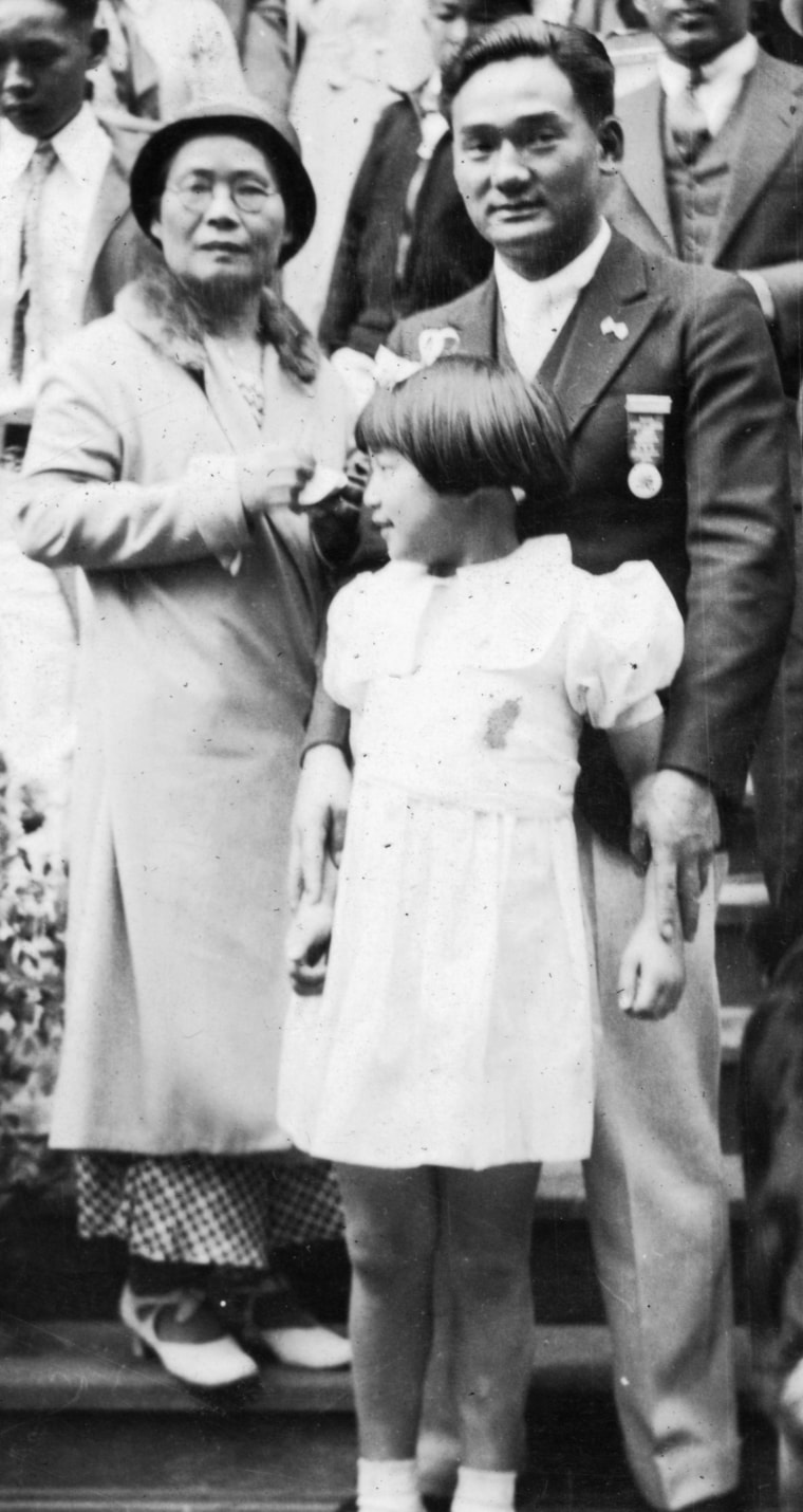Min Yasui at age 18 with his mother, Shidzuyo, and youngest sister, Yuka, 1935