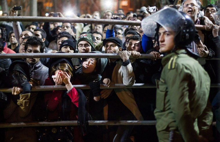 Image: Iranians watch the execution of two men in 2013