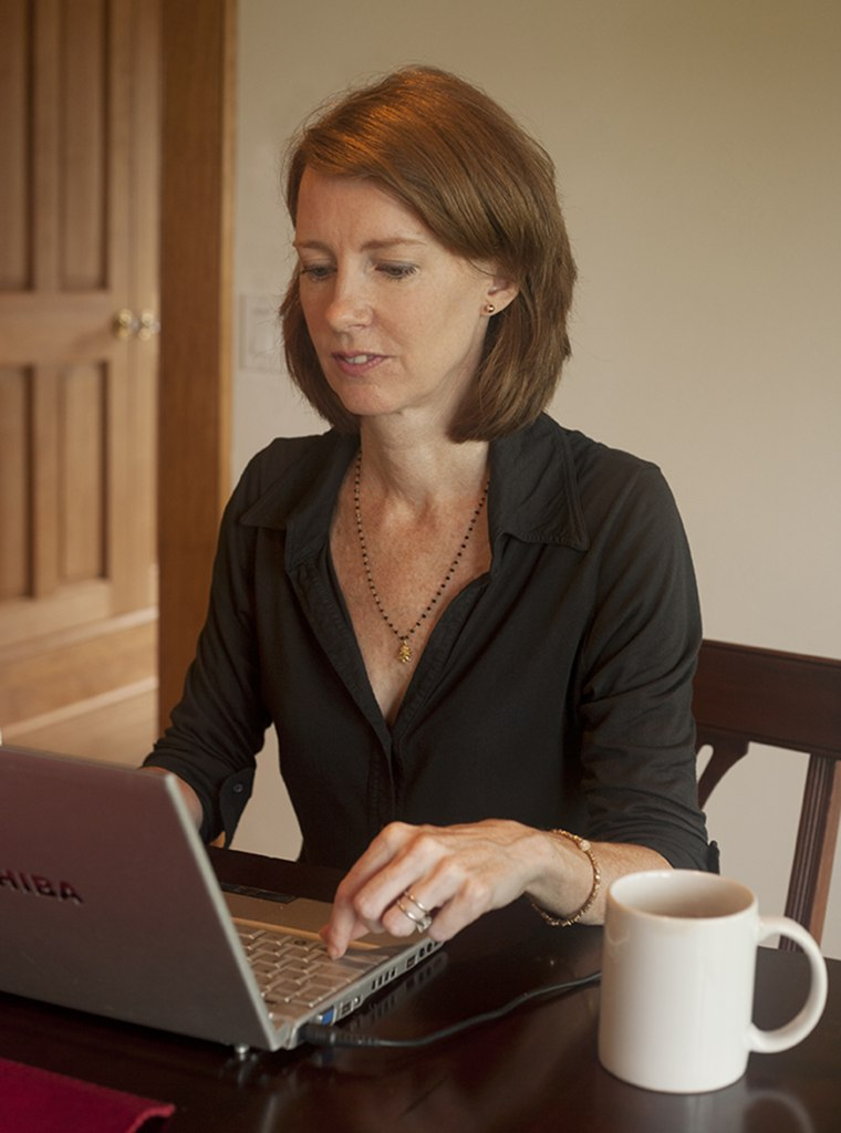 Happiness expert Gretchen Rubin shares her morning routine tips.
