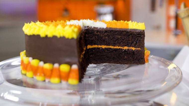 Al Roker and Melissa Knific decorate spooky Halloween cakes