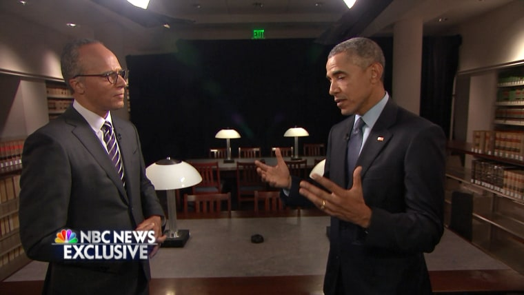 Lester Holt of NBC News talks with President Obama.