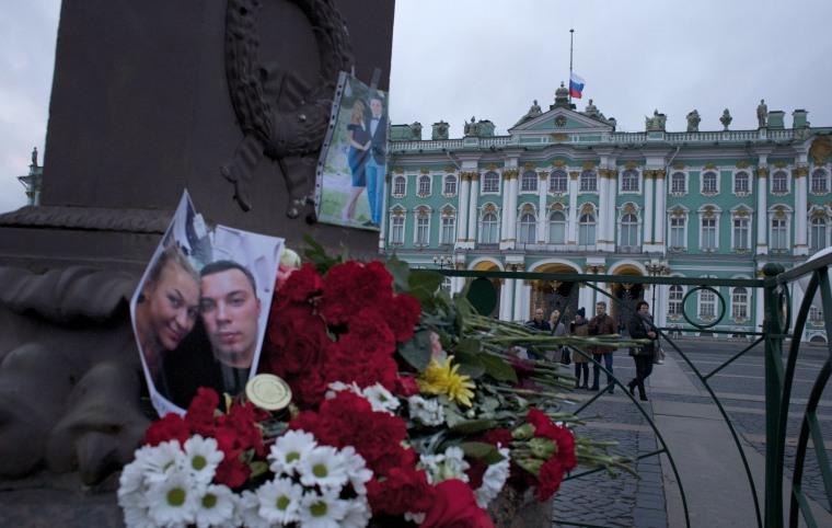 Image: Memorial for Metrojet plane crash victims in St. Petersburg, Russia