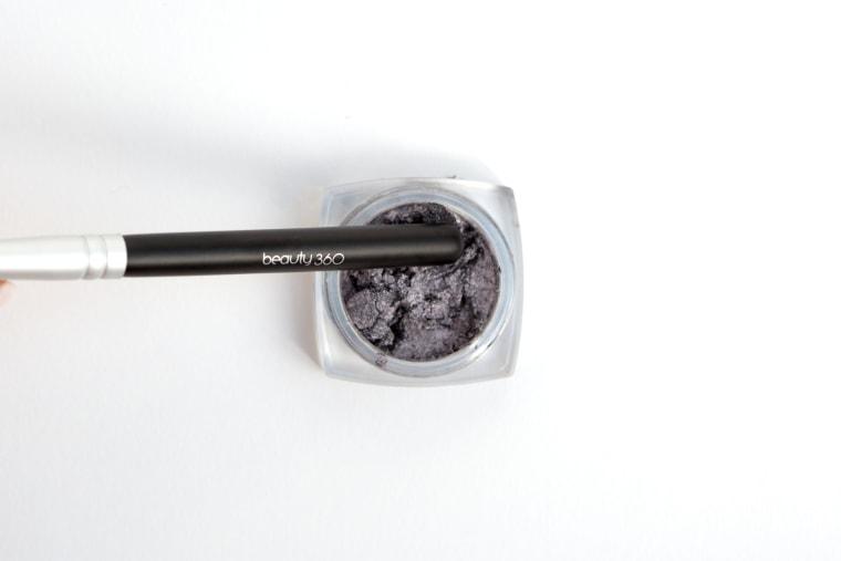 Makeup hacks: Broken eye shadow