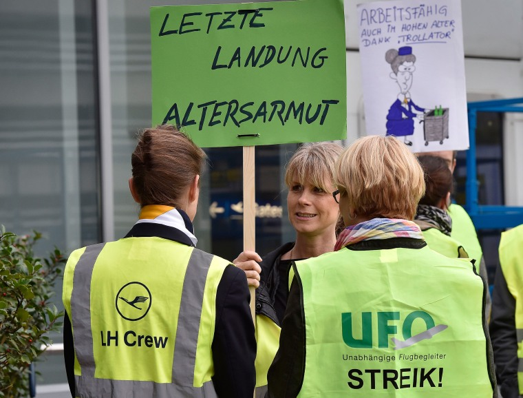 Image: Lufthansa cabin crew protest during a strike at the airport in Duesseldorf