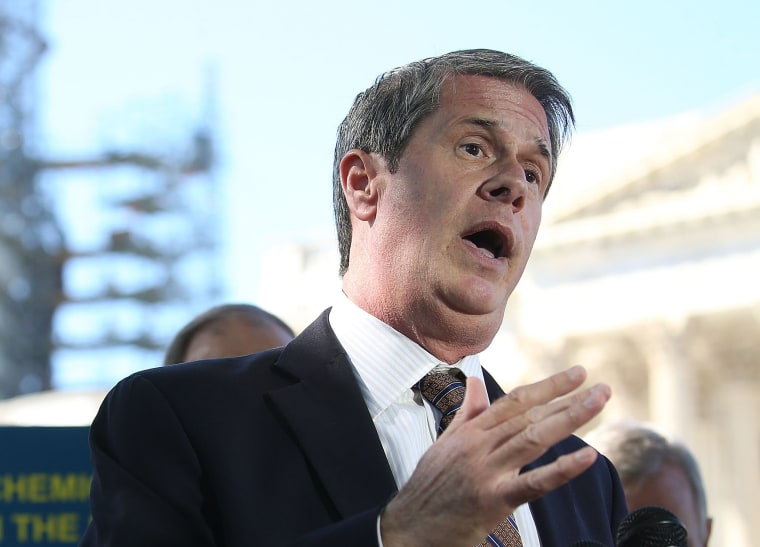 Image: Sen. David Vitter (R-LA) speaks during a news conference