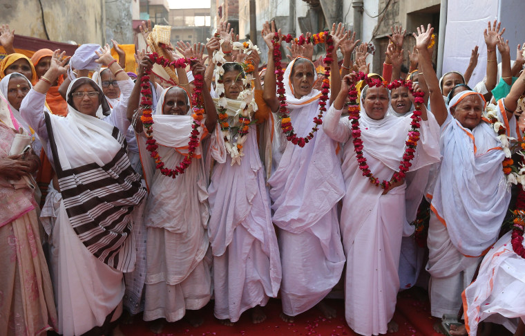 Image: Indian widows celebrate Diwali festival in Vrindavan