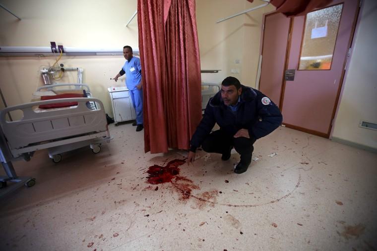 Image: Israeli forces raid West Bank hospital