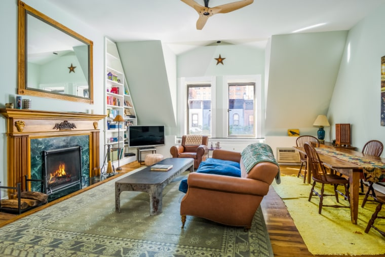 Amy Schumer lists her Upper West Side apartment.