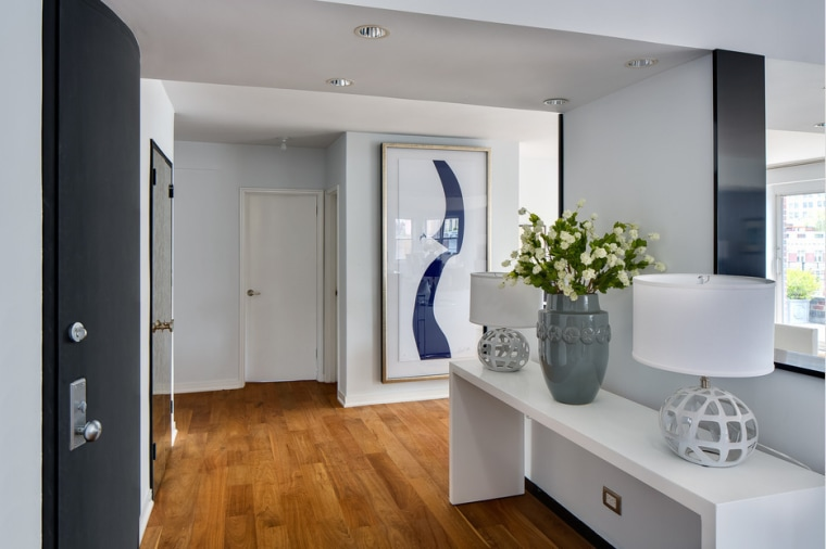 Julia Roberts has sold her Greenwich Village apartment.