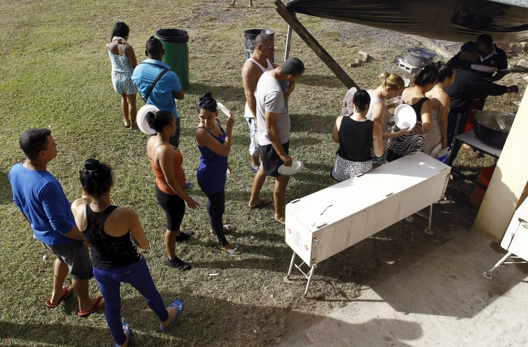 Image: Cubans migrants line up to receive food at a temporary shelter in the town of La Cruz near the border between Costa Rica and Nicaragua