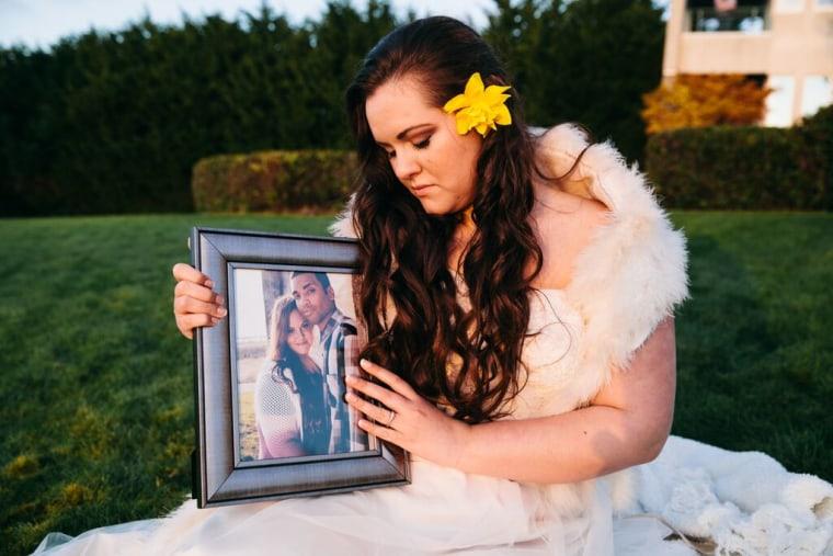 lauren reynolds greiving bride photoshoot