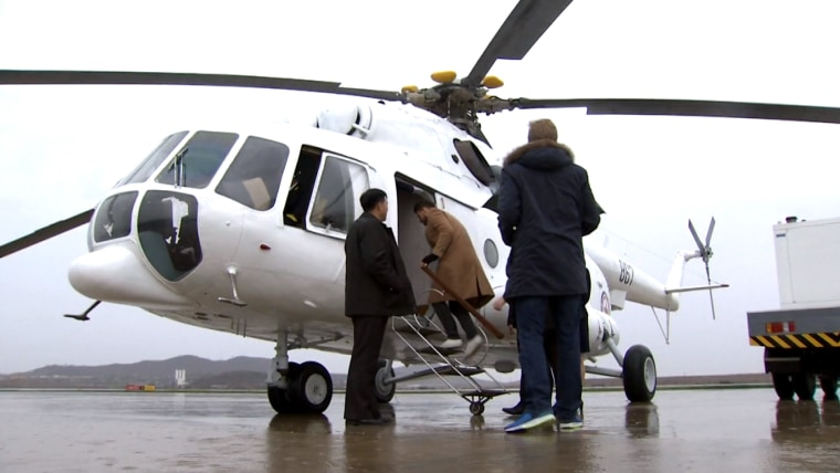 Image: Tourists board helicopter