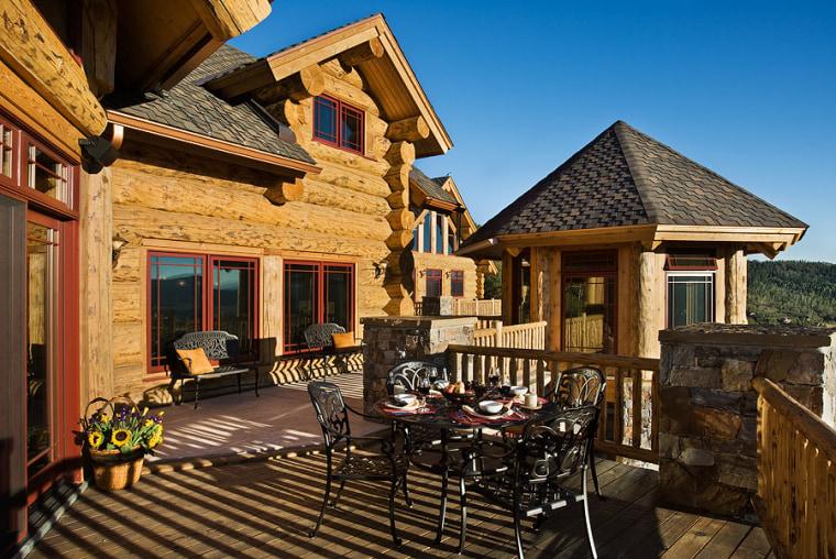 Colorado ski lodge home hits the market.