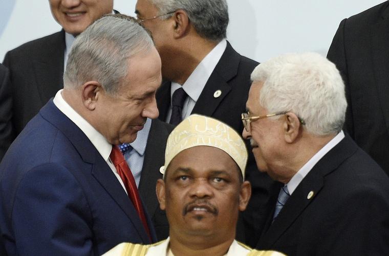 Image: Israeli Prime Minister Benjamin Netanyahu, left, talks with Palestinian President Mahmoud Abbas