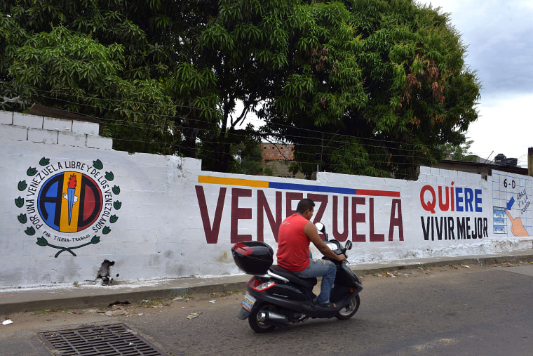 Image: VENEZUELA-ELECTION-CAMPAIGN-BORDER