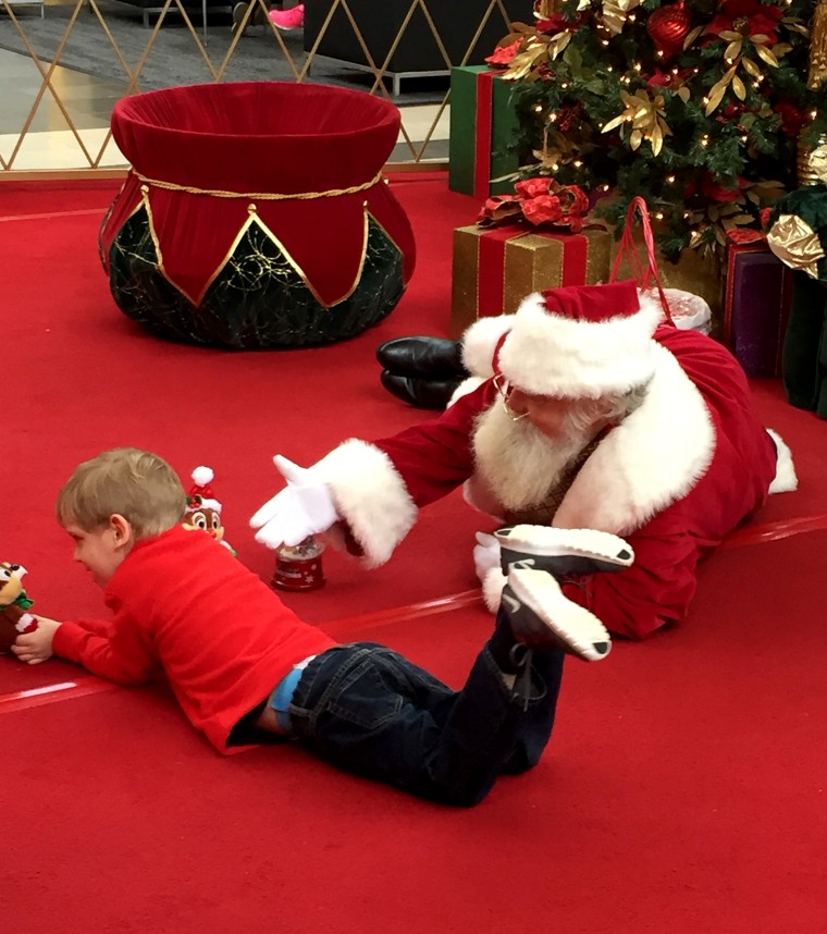 Mall Santa goes the extra mile for boy with autism