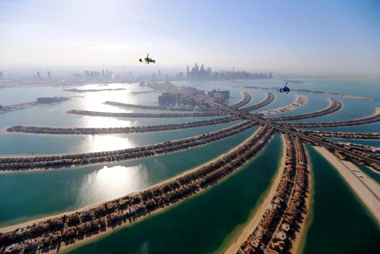 Image: Gyrocopters fly over Dubai