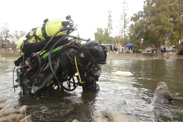 Image: An FBI diver searches the water at Seccombe Lake Park after a shooting earlier this month in San Bernardino, California