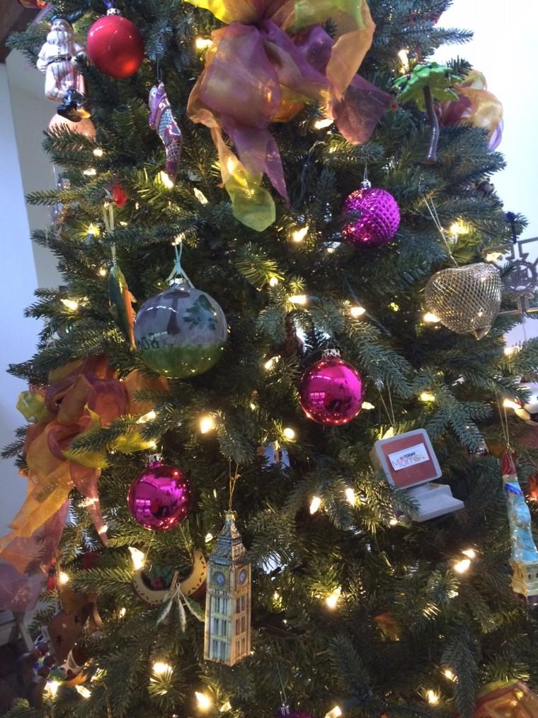 how to set up a fake christmas tree