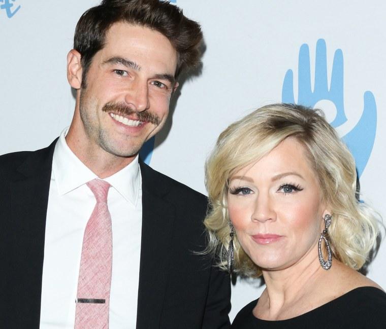 Dave Abrams (L) and Jennie Garth (R)