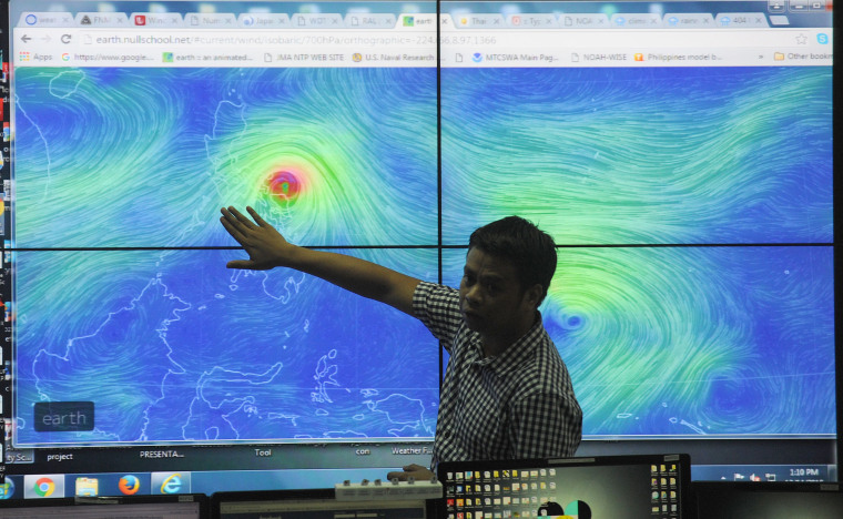Image: Meteorologists plot direction of Typhoon Melor