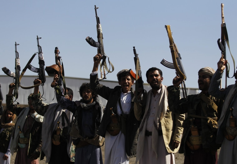 Image: Armed tribesmen support the Houthi rebels on the eve of Geneva peace talks