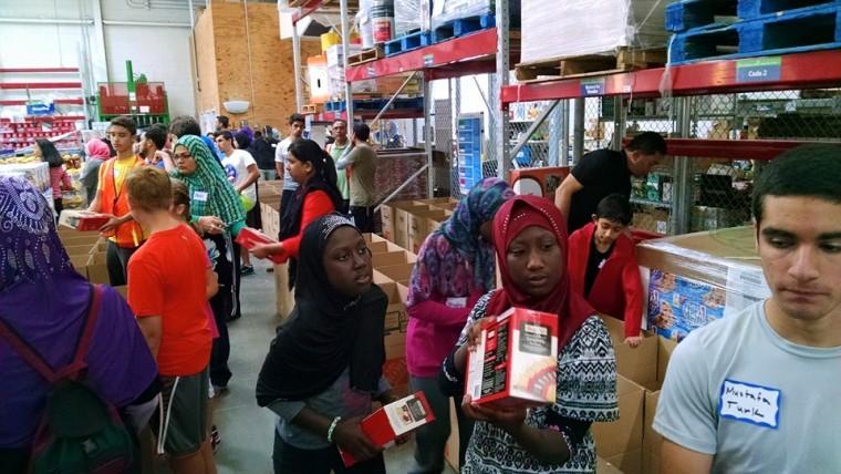 Muslim and Jewish volunteers at Muslim Volunteer Day and Mitzvah Day in Metro Detroit.