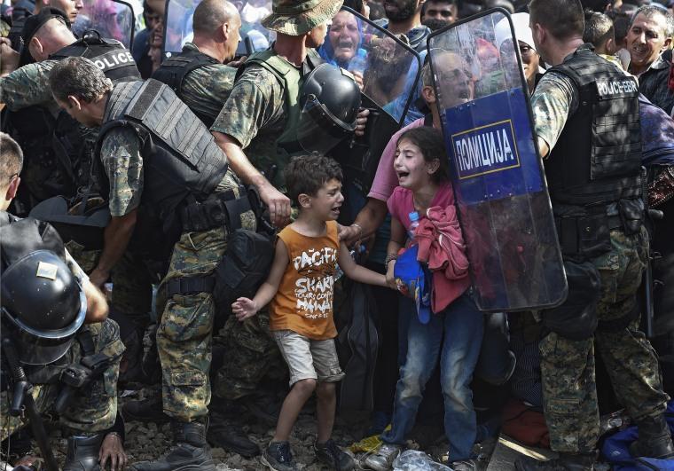 Image: Macedonian police clash with refugees at blocked border