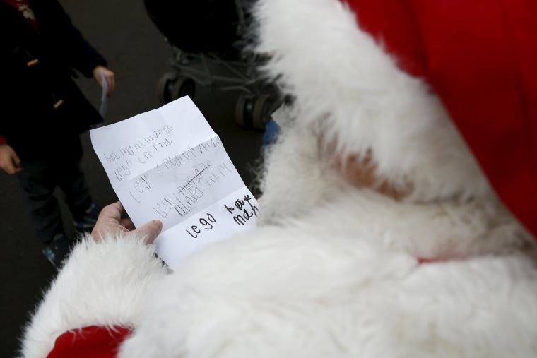 Image: Wider Image: Santa Claus is coming to town