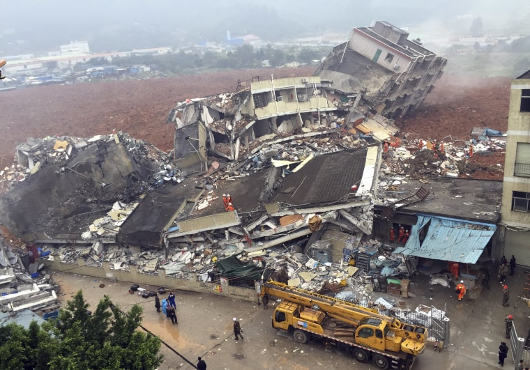 Image: Rescuers search for survivors Shenzhen.