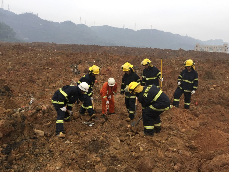 Image: Rescuers search for survivors at the site of a landslide at an industrial park in Shenzhen