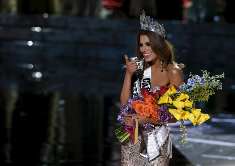 Image: Miss Colombia Ariadna Gutierrez gives a thumbs up after initially being crowned as the winner during the 2015 Miss Universe Pageant in Las Vegas