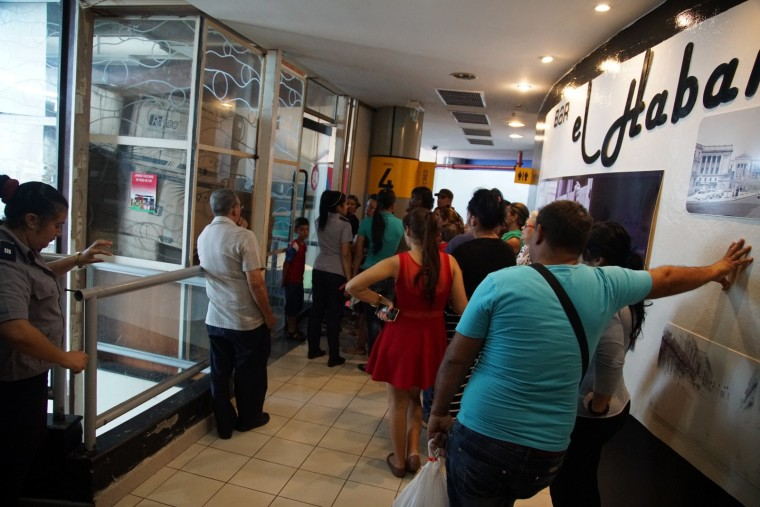 """In Havana, shoppers wait to get into the """"Todo Por Uno"""" (All For One) store at La Puntilla shopping center. (December 2015)"""