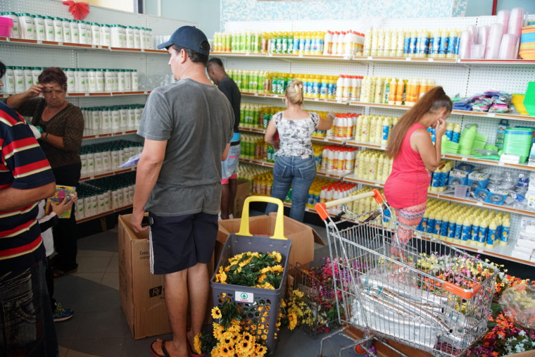 """Havana - Shoppers at the dollar store """"Todo Por Uno"""" (All for One) at La Puntilla shopping center look at the available items."""