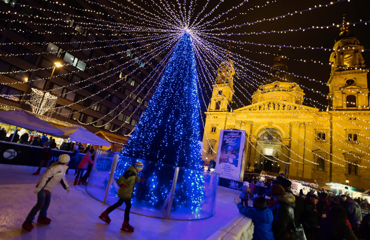 Image: HUNGARY-CHRISTMAS-LIGHTS