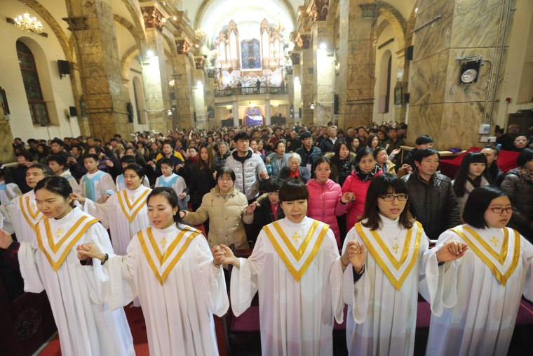 Image: Christmas Eve mass in Beijing