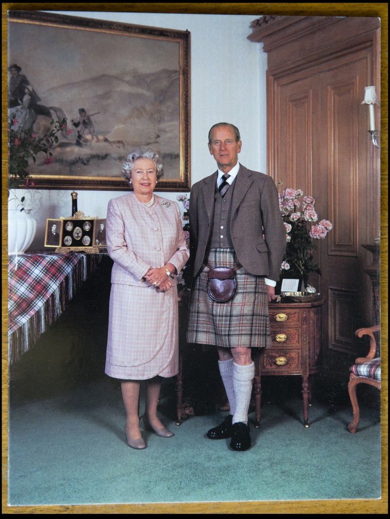 BNPS.co.uk (01202 558833) Pic: Phil Yeomans/BNPS  Xmas card sent by the Queen and Prince Philip in 1995.  A Royal Xmas cards sent to a member of staff and hand signed by the Queen and Prince Philip is being auctioned by Dukes of Dorchester.
