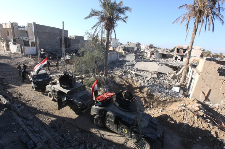 Image: Iraqi forces try to seize Ramadi from Daesh terrorists