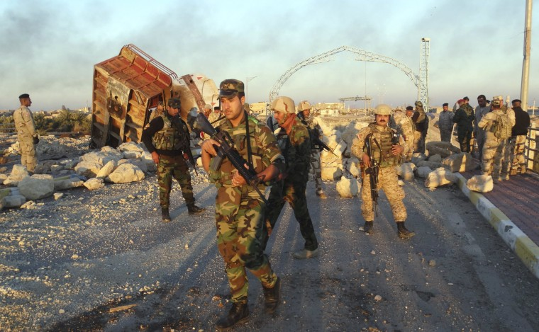 Image: Iraqi security forces gather to advance towards the centre of Ramadi city