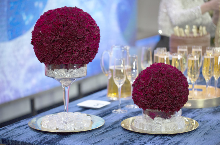 Throw a stylish New Year's Eve party with these easy last-minute ideas. Kissing Balls. For an inventive floral arrangement, embellish foam balls with fresh flowers and set them on candle sticks.